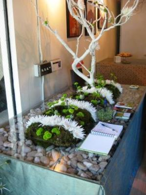 Catrina Maria Designs table with Garden of Weedon floral design