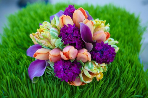 Bridesmaid bouquet set in wheatgrass